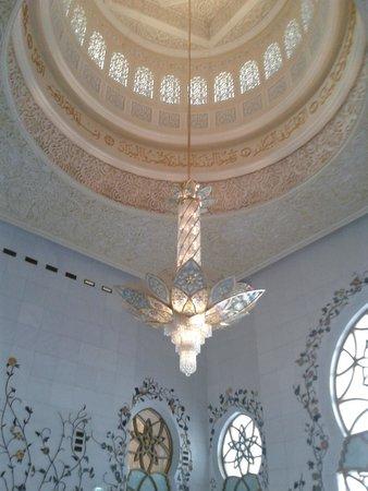 Mosquée Cheikh Zayed : Люстра на входе