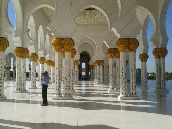 Mosquée Cheikh Zayed : Входная коллонада