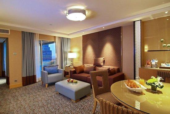 Holiday Inn Bangkok Silom Premier Suite Room