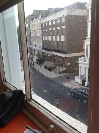 easyHotel London South Kensington : вид из номер неплох