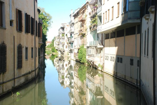 Hotel Padova Casa del Pellegrino: Canal nearby the hotel