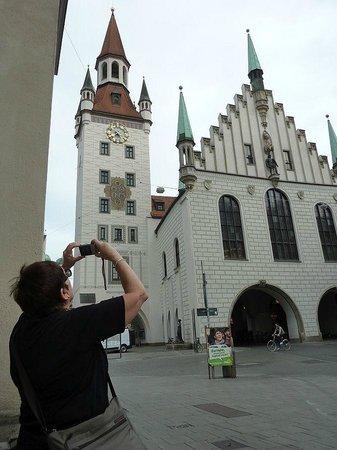 Marienplatz: Miss Shenstone photographs the Old Rathouse.