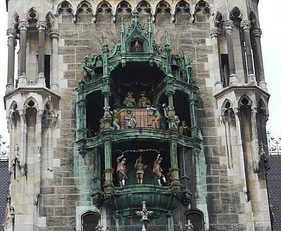 Marienplatz: The Glockenspiel on the New Rathouse.