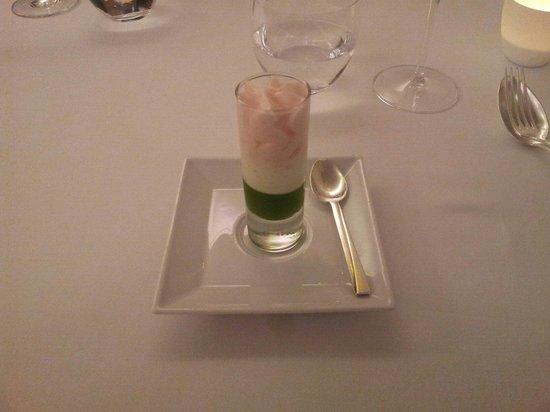 L'Axel: Pré-dessert (gelée de menthe / fromage blanc à la vanille / mousse aux coquelicots de Nemours)