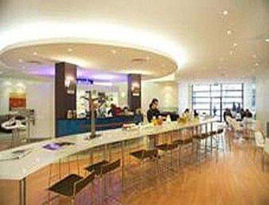 ramada encore dandenong updated 2017 prices hotel. Black Bedroom Furniture Sets. Home Design Ideas