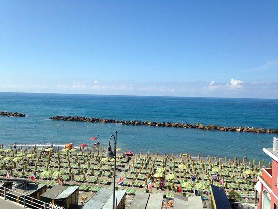 Vista dalla camera - Picture of Hotel Maggiore, Moneglia - TripAdvisor