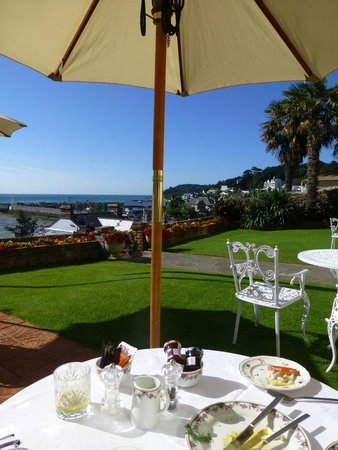 The Panorama: breakfast on the lawn