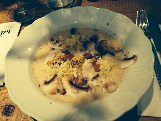 Toto: Lima Cream Soup (charred cauliflower, champignons, Normandy creme fraiche, croutons, Alpine chee