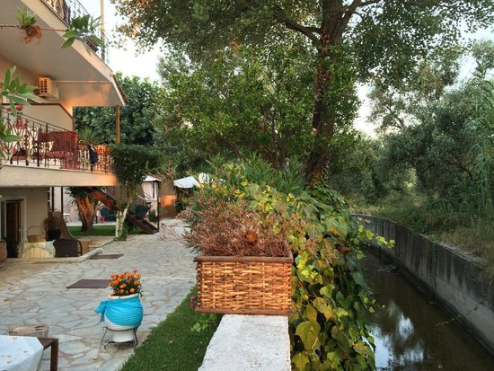 Villa Olga Hotel Apartments & Studios : Canals with otters