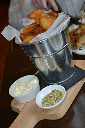 Petalura: Bucket of crisp and fluffy chips