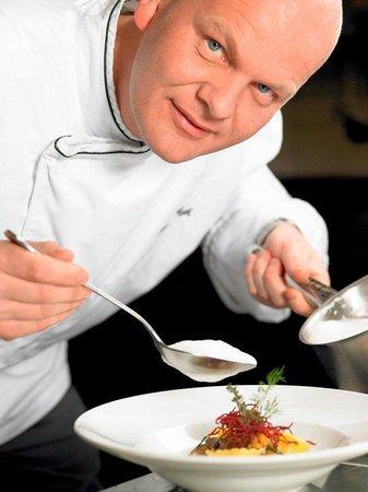 Art Deco Hotel Montana Luzern: Chef Johan Breedijk in action