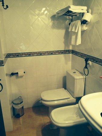 Casa Rural Vila Pomar: Modern & spacious bathroom