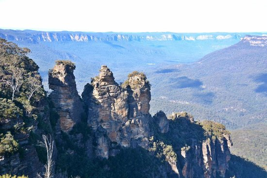 Echoes Boutique Hotel & Restaurant: The Three Sisters Echo Point (around the corner from Hotel)