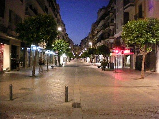 Hotel Monte Carmelo: half a block from the pedestrian shopping street