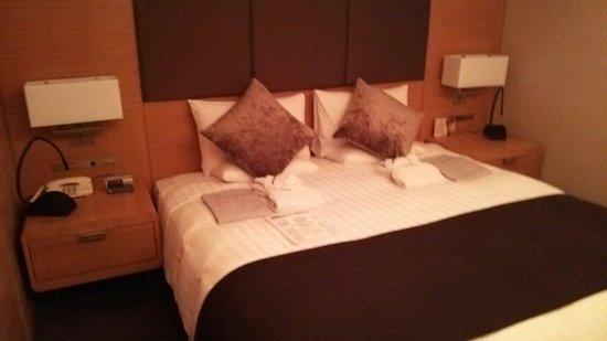 Haneda Excel Hotel Tokyu: 広いベッド