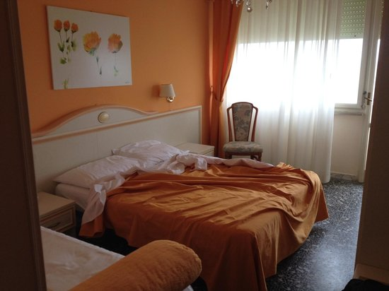 Hotel Hollywood: Camera con letto matrimoniale+3 letto