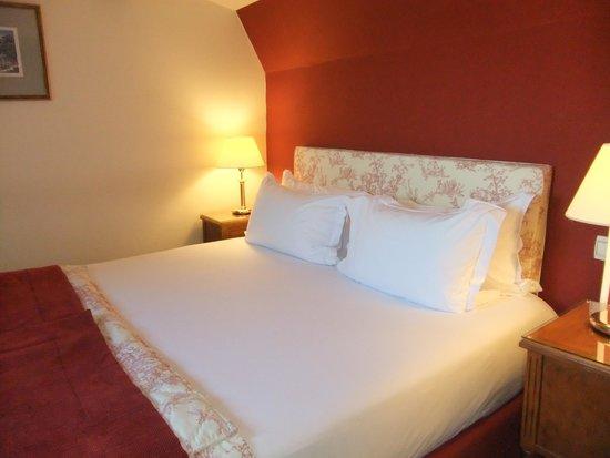 Hotel Madeleine Plaza: Bedroom upstairs