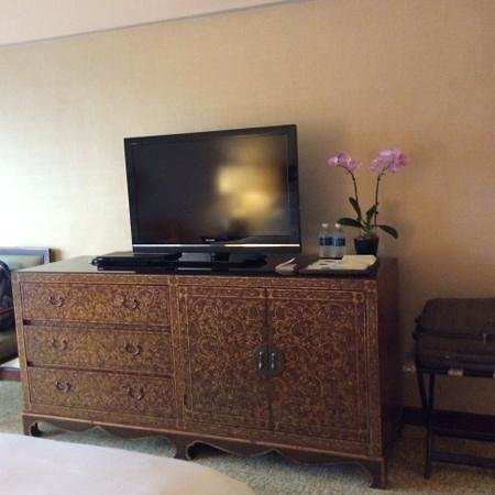 Regent Singapore, A Four Seasons Hotel: Charming chest of drawers