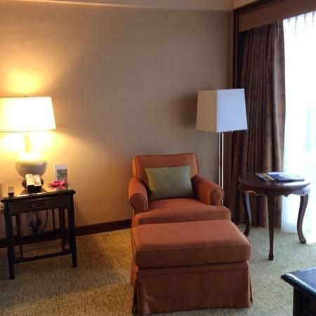 Regent Singapore, A Four Seasons Hotel: Comfortable armchair