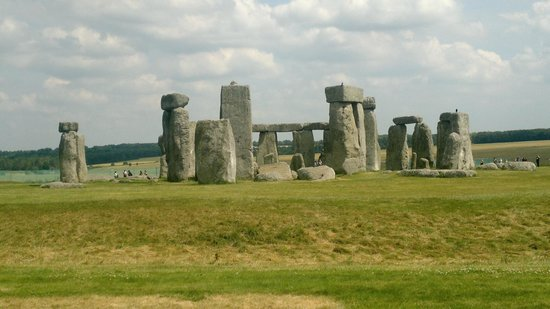 "Stonehenge: ""Behind"" the Stones"