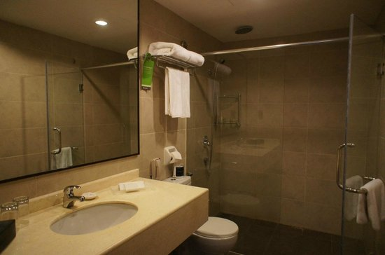 Furama Bukit Bintang: Ванная комната большая