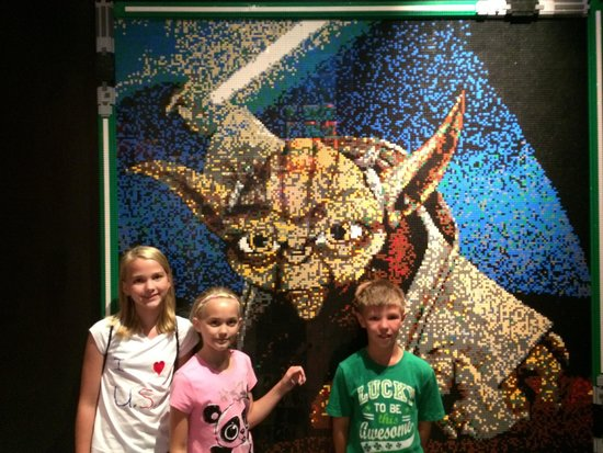 Legoland Discovery Center: Yoda wall art in Lego