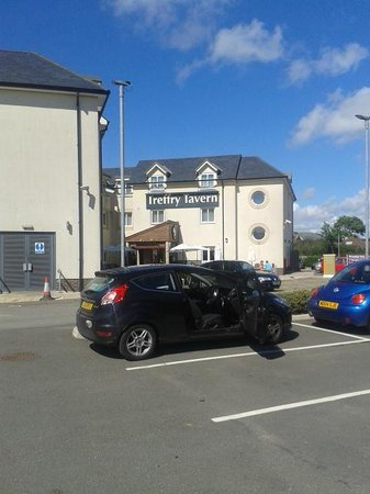 Premier Inn Newquay (Quintrell Downs) Hotel: Car Park