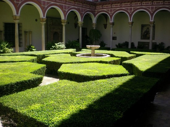 Museo de Bellas Artes de Sevilla: Lovely courtyards