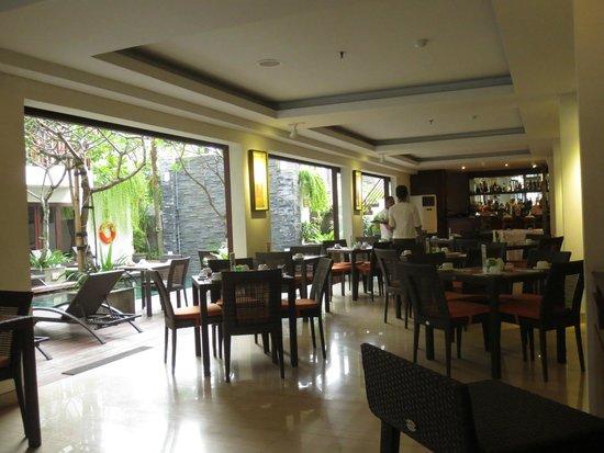Sense Hotel Seminyak: breakfast area