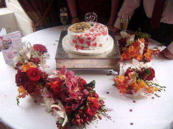 Macdonald Linden Hall Golf & Country Club: Ruby Wedding Cake