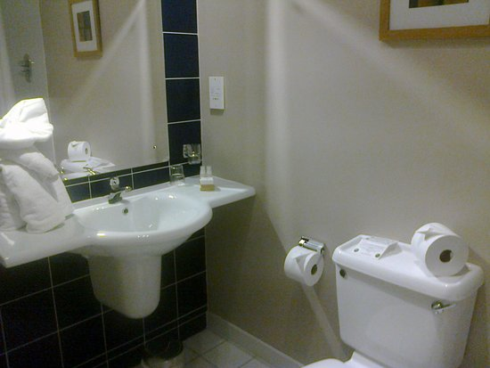 City Hotel: Room 509 - bathroom