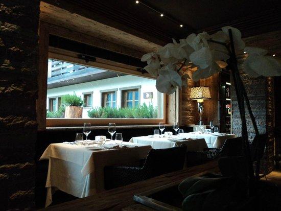 """Rosapetra Spa Resort: Interno della sala ristorante """"Corte dei Lamponi"""""""