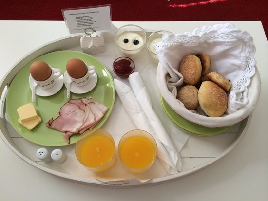 Bed and Breakfast Amsterdam: Breakfast surprise in the morning