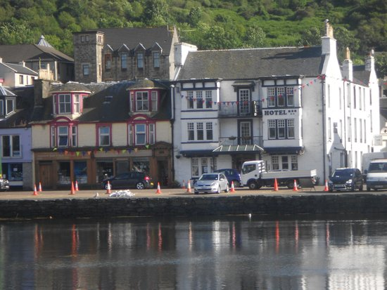 The Tarbert Hotel: Hotel from habour