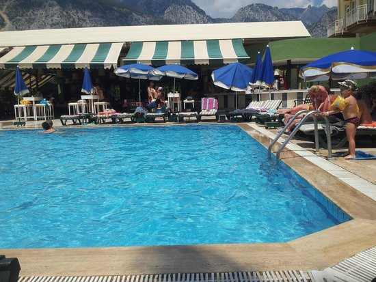 Larissa Hotel Beldibi: Бассейн