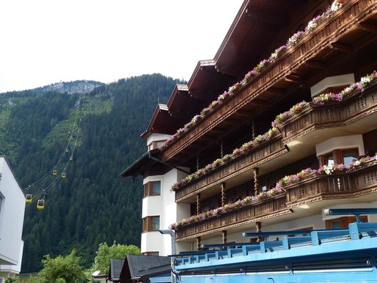 Sporthotel Strass with Penken gondala in background