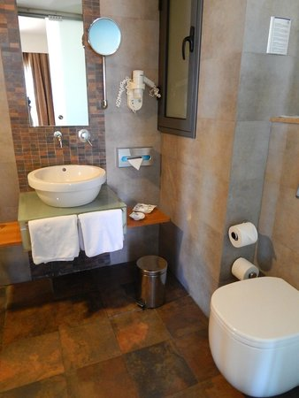 Maritim Antonine Hotel & Spa : Bathroom