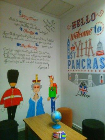 YHA London St Pancras: Entrance