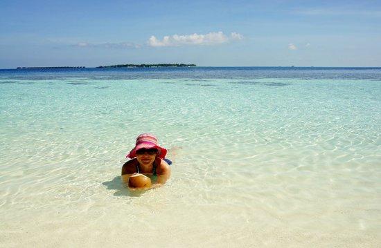 Vilamendhoo Island Resort & Spa: пляж