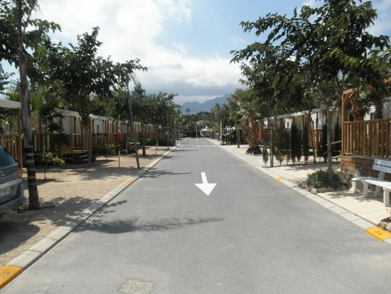 Camping Resort Almafra : Un des chemins du camping
