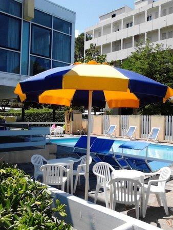 Hotel Tilmar: Piscina