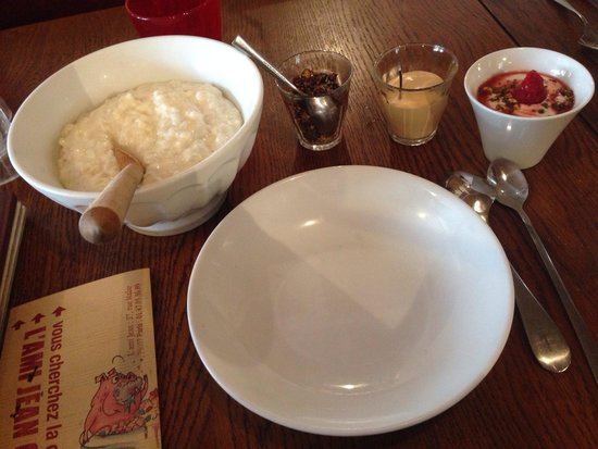 L'Ami Jean : ライスプディングとミニヨーグルト。ナッツと塩キャラメルソースはお好みで。これまた絶妙でしたが食べ切れませんでした…
