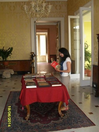 Palazzo Montevago: Maps and books for all quest