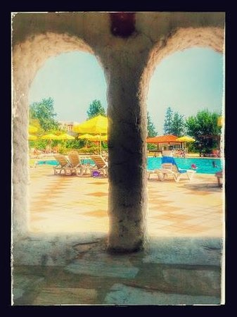 Athos Palace Hotel: Snack Bar view of the main pool