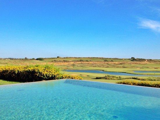 Antica Locanda del Golf Hotel: Panorama dalla piscina/ camera