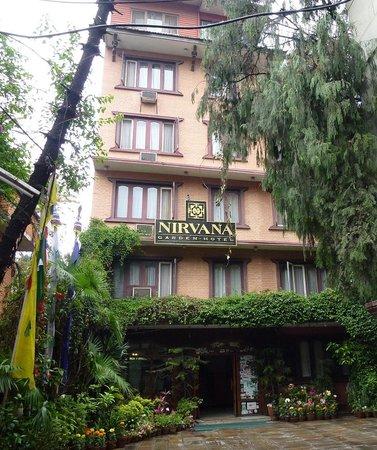 Nirvana Garden Hotel: ホテル正面の棟は安い部屋