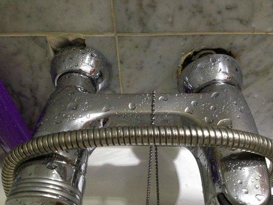 Grecian Bay Hotel: mitigeur salle de bain