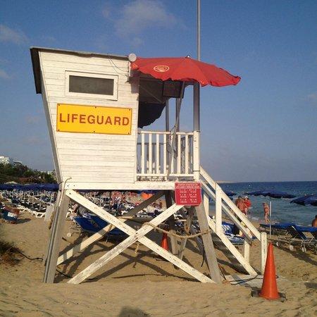 Grecian Bay Hotel: plage