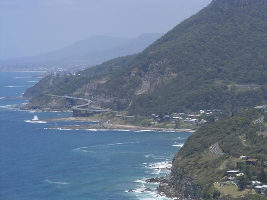 Bald Hill Lookout & Hang Gliding Spot: Looking towards the Sea Cliff Bridge  from Bald Hill Lookout