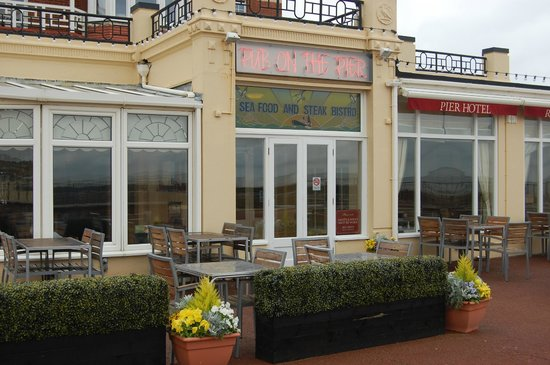 The Pier Hotel: Admitedly better with people drinking and laughing